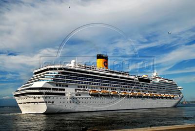 "The ""Costa Concordia"" leaves Rio de Janeiro's port in the Guanabara Bay, Rio de Janeiro, Brazil, January 10, 2010.  (Austral Foto/Renzo Gostoli)"