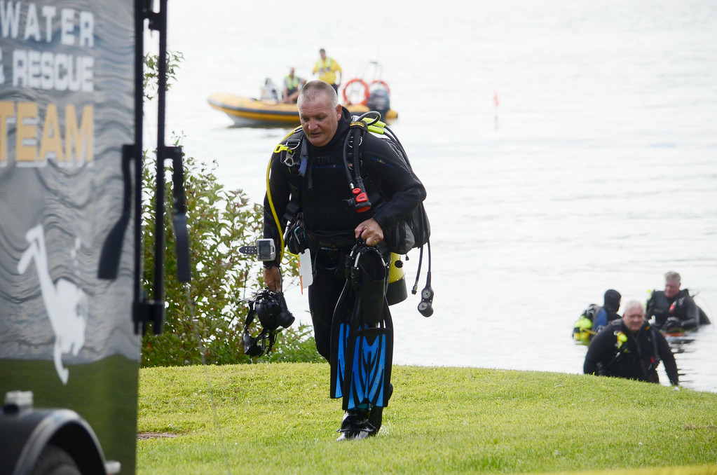 . Diver Jim Rathbun breaks to get a fresh tank ot air while searching at Onota Lake for a discarded handgun, Wednesday Aug 20, 2014. The handgun in question was thrown in the lake after a man decided not to use it to take his own life three years ago. Ben Garver / Berkshire Eagle Staff / photos.berkshireeagle.com