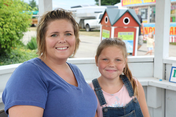 JOHN KLINE | THE GOSHEN NEWS<br /> Brandi Schrock with Brooke Schrock, 9, both of Goshen