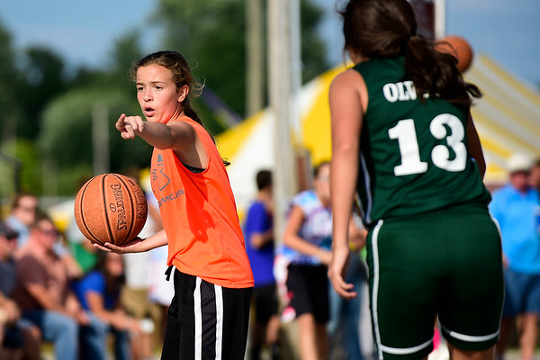 BEN MIKESELL | THE GOSHEN NEWS<br /> Mariah Stoltzfus, 13, directs her teammates during the 13-15 girls semifinals Thursday evening at the Elkhart County 4-H Fair.