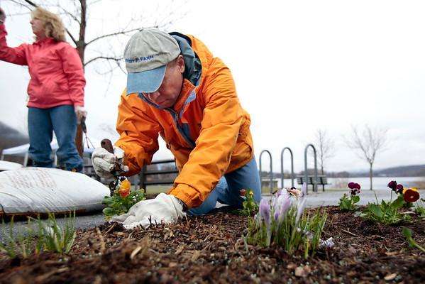 Governor Deval Patrick Volunteers for Park Serve Day-042614
