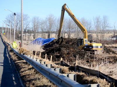 Unkamet Brook cleanup 123014