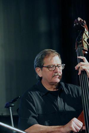 LYNNE ZEHR| THE GOSHEN NEWS<br /> Everett Thomas performs with Jabberwock Jazz Quartet.