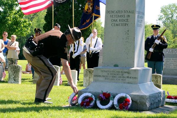 SHEILA SELMAN | THE GOSHEN NEWS<br /> Elkhart County Sheriff Brad Rogers lays a wreath at the veterans monument at Oakridge Park in Goshen Monday.