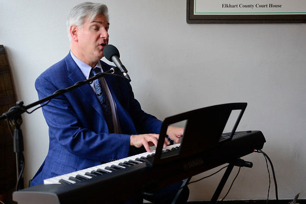 BEN MIKESELL | THE GOSHEN NEWS<br /> Gino DeLuca, cabaret artist singing at the Gateway Cellar.