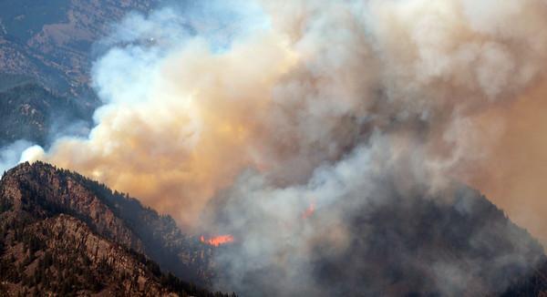 20120626_BOULDER_WILDFIRE_014.jpg A wildfire burns near Flagstaff Road and Bison Drive, Tuesday, June 26, 2012 near Boulder.<br /> (Matthew Jonas/Times-Call)