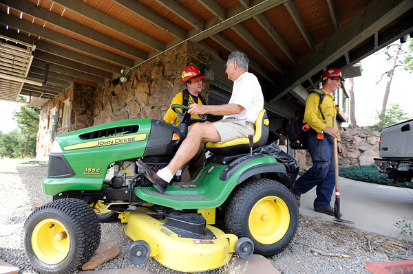 "Homeowner Bill Holmes talks with firefighters while moving his lawnmower away from his house after being given an evacuation order during the Flagstaff wildfire on Tuesday, June 26, in Boulder. For a video of the fire go to  <a href=""http://www.dailycamera.com"">http://www.dailycamera.com</a><br /> Jeremy Papasso/ Camera"