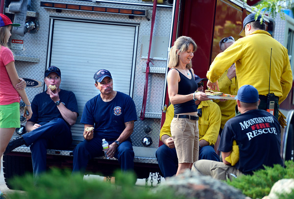 Karen Jones and her daughter Slipper, at left, hand out homemade cookies to firefighters at the intersection of Cragmoor Road and View Point Drive in Boulder on Wednesday, June 27. The firefighters are working the Flagstaff Fire.<br /> Jeremy Papasso/ Boulder Daily Camera