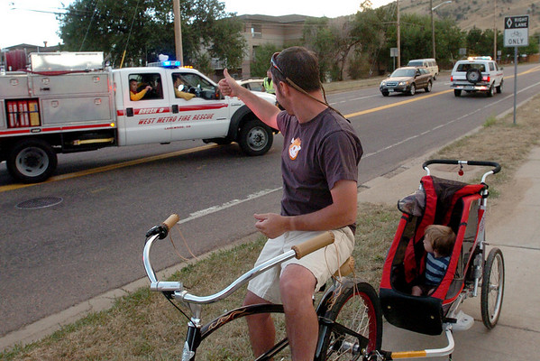"Brian Benham, with his son, Toby,  gives a thumbs up to firefighters heading up to the fire lines.<br /> For  videos and photos of the fire,  go to  <a href=""http://www.dailycamera.com"">http://www.dailycamera.com</a>.<br /> Cliff Grassmick / September 6, 2010"