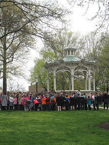 ELIZABETH DOBBINS / GAZETTE Students and community members gathered in the public square to take part in the National Day of Prayer.