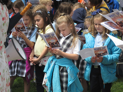 ELIZABETH DOBBINS / GAZETTE Medina St. Francis Xavier students read along as Pastor Doug Davidson leads them in prayer.