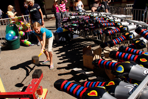 "Sydney Culberson, 9, takes a whack at ringing the bell to win a prize on Saturday, Sept. 25, during the Fall Festival along Pearl Street.<br /> For photo gallery and video, go to  <a href=""http://www.dailycamera.com"">http://www.dailycamera.com</a><br /> Daniel Clements / For the Camera"