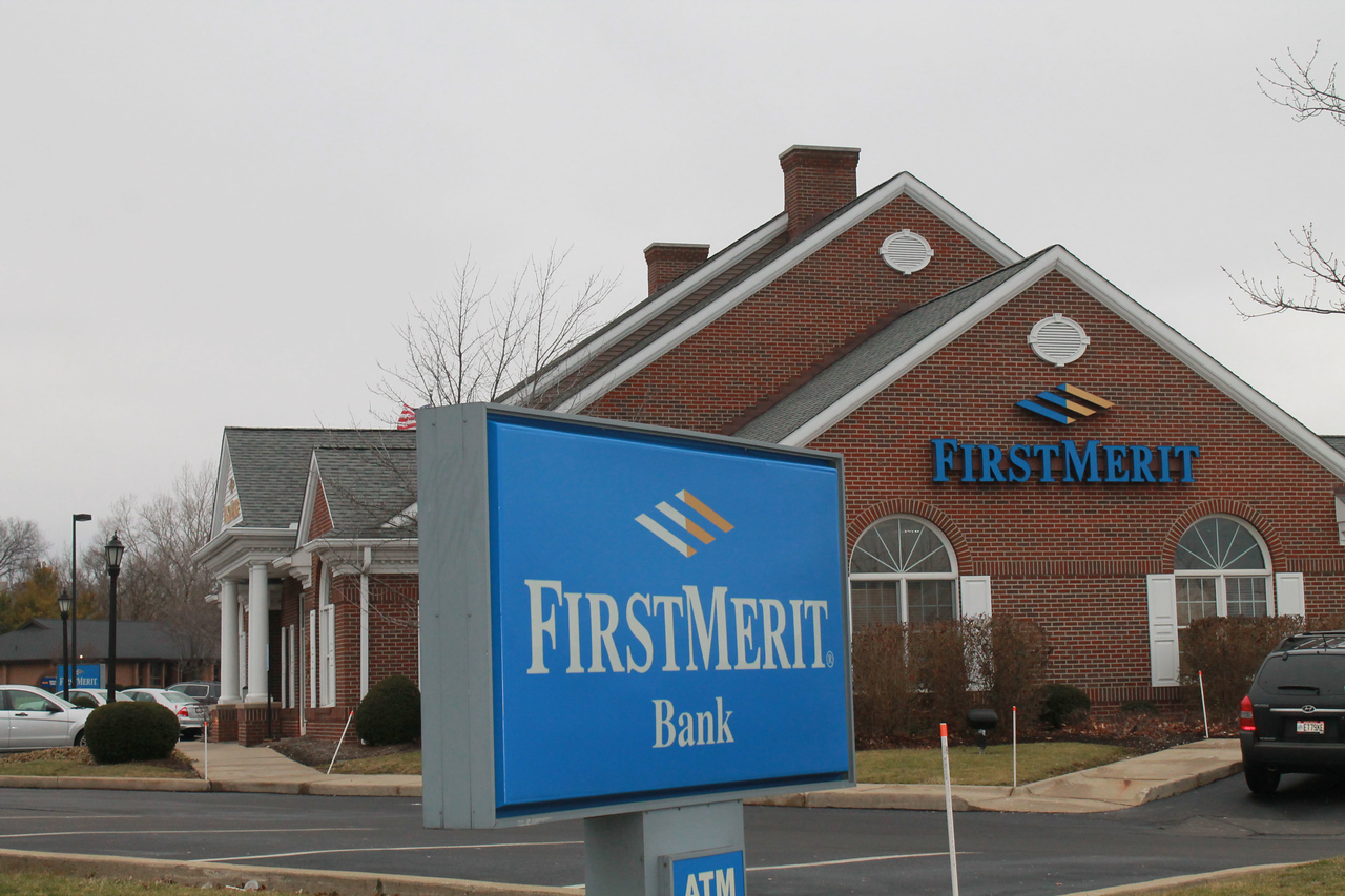 LAWRENCE PANTAGES / GAZETTE FirstMerit Bank of Akron has a location at 975 N. Court St. in Medina, only two blocks away from a Huntington Bank branch. Huntington announced late Monday it has plans to acquire FirstMerit.