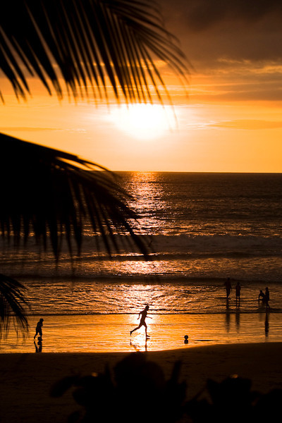 Sunset on the little surf beach of Montanita Equator<br /> <br /> Un jeune homme joue au soccer avec son  fils au soleil couchant sur une plage de Montanita en Équateur<br /> Photo Olivier PontBriand