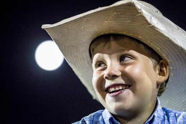 Rodeo in Inverness Quebec<br /> <br /> Un jeune qui participe a l'attrapé du mouton.<br /> Série faite lors d'une soirée au Rodéo d'Inverness<br /> qui gagne en popularité.<br /> Photo Olivier PontBriand