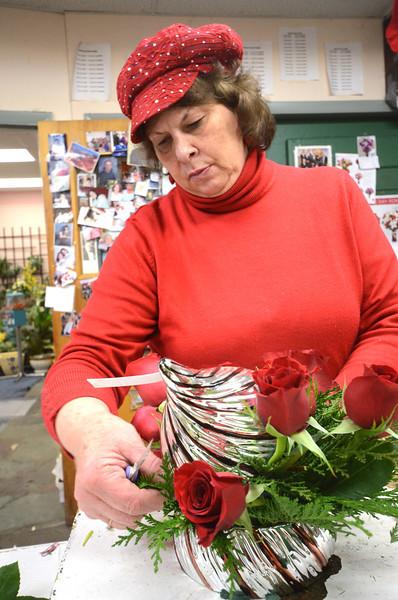 Florists prepare for Valentine's Day-021314