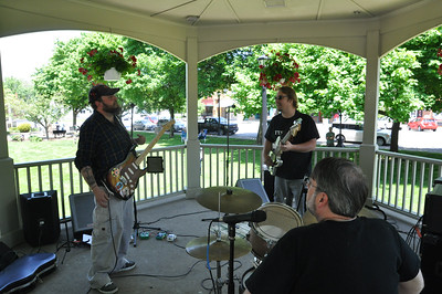 ASHLEY FOX / GAZETTE Lodi residents sat on the grassy lawn at the square and listened to Bufflehead on Sunday. Bufflehead is a band that plays Americana music.