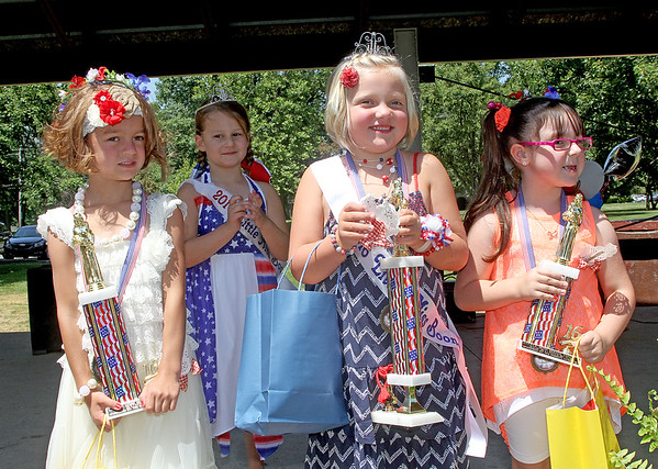 Rod Rose The Lebanon Reporter<br /> LITTLE MISS COURT: Claire Wilhoite, Little Miss Boone 2016, is flanked by first runnerup Lyla Susong (left) and second runnerup Madison Walker after Saturay's contest in Lebanon's Memorial Park. In background is 2015 Little Miss Boone Ellie Isenhower.