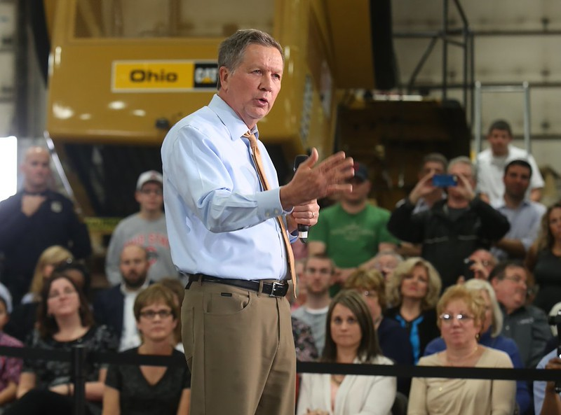 Ohio Gov. John Kasich makes an appearance at the Ohio CAT plant in Broadview Heights. BRUCE BISHOP/GAZETTE