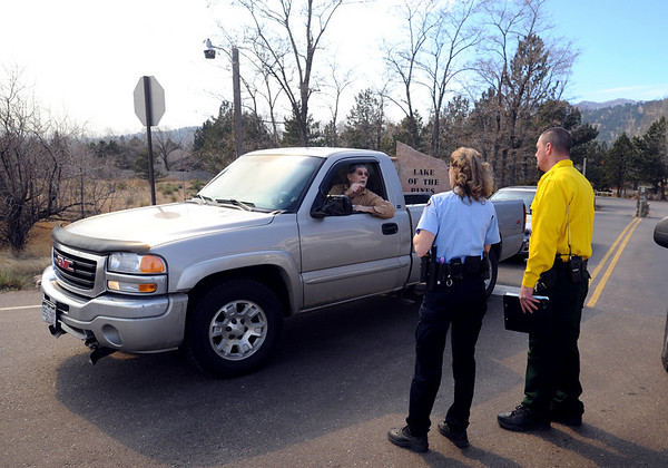 """A resident of Lake of the Pines talks to sheriff's deputies as he evacuates the area because of the Lefthand Canyon Fire on Friday.<br /> For a videos of the fire, go to  <a href=""""http://www.dailycamera.com"""">http://www.dailycamera.com</a>.<br /> Cliff Grassmick/ March 11, 2011"""
