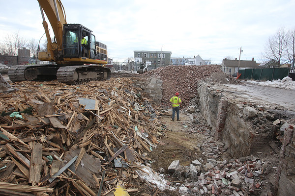 Lowell demolition for community garden 032117