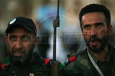 Libyan rebel fighters walks in Benghazi Down Town, Benghazi, Lybia, May 13, 2011. (Austral Foto/Nicolas Garcia)