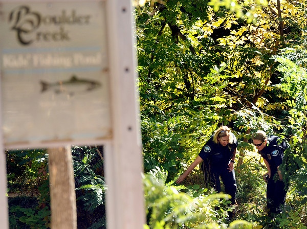 creek drowning004.JPG Boulder Police Officers look for evidence at the kid's fishing pond near the Boulder Creek after a man was found in it on Friday, Oct. 7.<br /> Jeremy Papasso/ Camera
