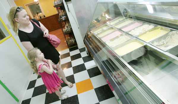 Globe/Roger Nomer<br /> Brynlee Rabel, 3, and her sitter Kayleigh Daugherty try to make a flavor decision while visiting Anderson's Ice Cream and Cinnamon Rolls on Tuesday.