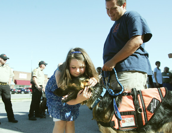 Globe/Roger Nomer<br /> Morgan Underhill, 7, Pea Ridge, Ark., greets K-9 Havoc and his handler Scott Yates, from Paw K-9 Search and Rescue, at the Carl Junction Post Office on Wednesday.