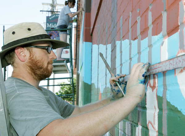 Globe/Roger Nomer<br /> Kyle McKenzie lines out a part of the Webb City mural at Main and Broadway on Wednesday afternoon.
