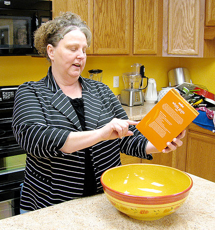 Rod Rose: The Lebanon Reporter<br /> Theresa Hanners of The Caring Center discusses how cooking classes at the food pantry in Lebanon help clients about nutrition labels.