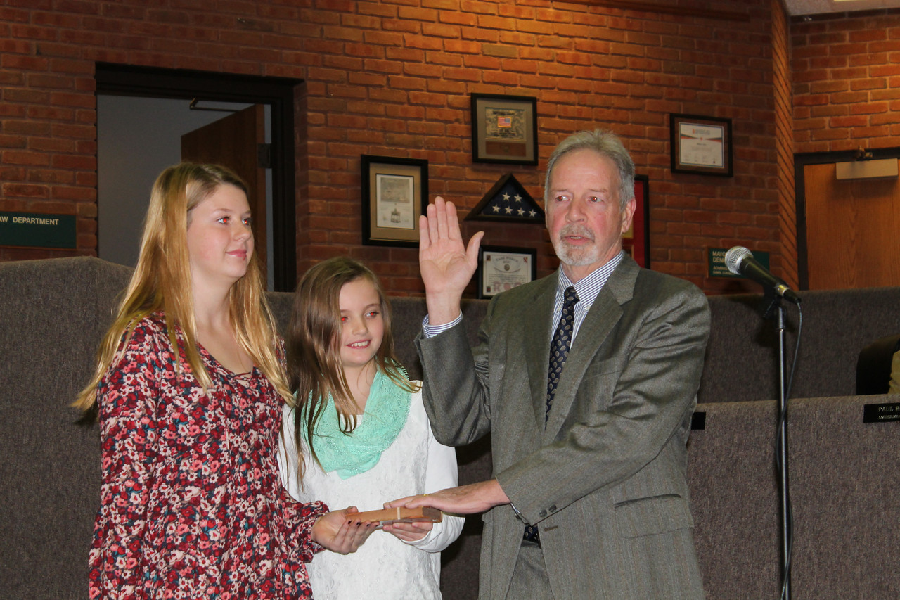 LAWRENCE PANTAGES / GAZETTE Medina City At-large Councilman Bill Lamb was sworn into office Monday night at City Hall for the 2016 year accompanied by granddaughters Ava Morgenstern and Elyse Chilton.