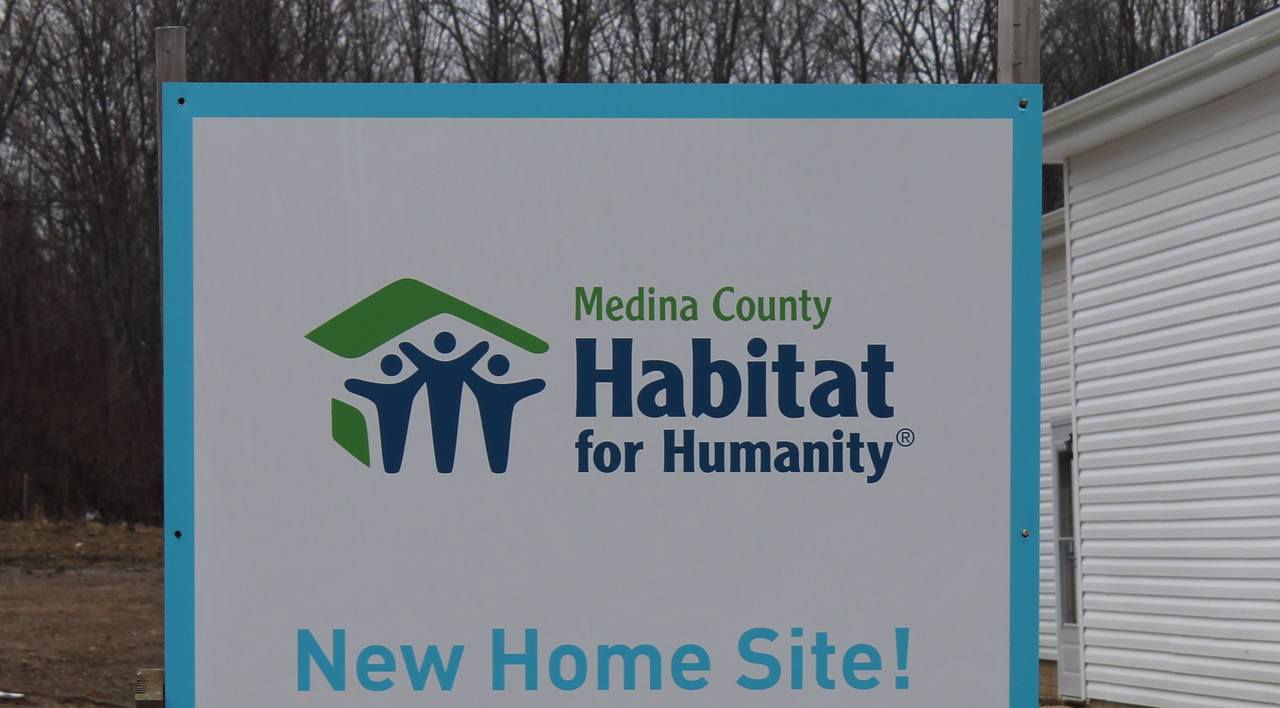 LAWRENCE PANTAGES / GAZETTE Medina County Habitat for Humanity dedicated a new home Sunday on Jefferson Avenue in Brunswick for mother and daughter Tina and Emily Wilson.