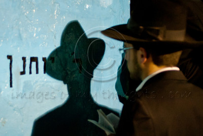 A man prays on the grave of Rabbi Yochanan Hasandlar on the Jewish holiday of Lag BaOmer. Meron, Israel. 22/05/2011.