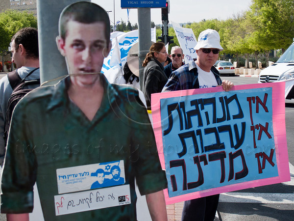 "Father Noam Shalit carries a sign reading ""No Leadership. No Mutual Responsibility. No State."" next to a cardboard figure of son Gilad. A handful of supporters protest near the Prime Minister's Office as the government is convened for its weekly meeting. Jerusalem, Israel. 01/05/2011."