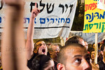 Thousands march in Jerusalem to PM Netanyahu's residence simultaneously with similar marches nationwide crying out for the middle-class and demanding a comprehensive change in government pri ...