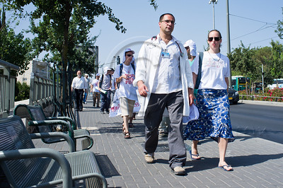 Doctors and interns from Hadassah Ein-Karem Medical Center abandon wards and march to the Knesset to join their colleagues in a mass protestcalling on Netanyahu to rescue the public health system. Jerusalem, Israel. 31/07/2011.