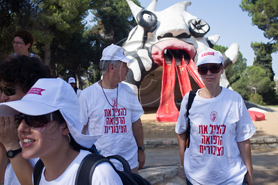 """Hadassah Ein-Karem marching doctors and interns stop for a break at """"The Monster"""" on their way to the Knesset to join their colleagues in a mass protest. Jerusalem, Israel. 31/07/2011."""