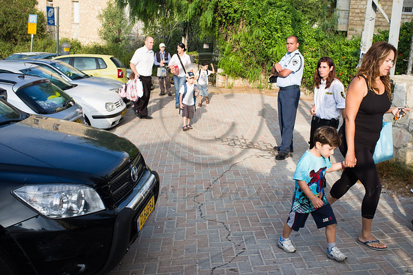 Policeman and private security guard secure the entrance to Bet Hakerem Elementary School as almost two-million pupils return to school today nationwide. Jerusalem, Israel. 01/09/2011.