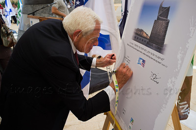 "Stanley M. Chesley signs a memorial plaque with the words ""Let us never forget"" in ceremony  marking a decade since the 9/11 attacks. Jerusalem, Israel. 11/09/2011"
