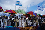 Kessim, religious leaders, in colorful traditional costumes, lead thousands in prayer as the Jewish Ethiopian community in Israel celebrates the Sigd Holiday. Jerusalem, Israel. 24th Novembe ...