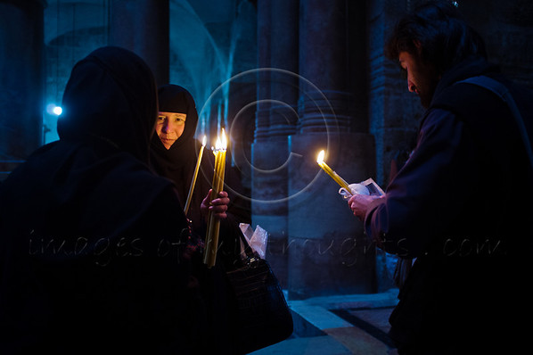 Nuns among the thousands of Christian pilgrims and believers flocking the Church of The Holy Sepulchre on Ash Wednesday. Jerusalem, Israel. 22-Feb-2012.