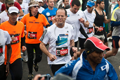 21Km Half Marathon begins with 2,600 runners including Jerusalem Mayor Nir Barkat (center, white shirt number 5000). Some 600 of the runners in this race have arrived from abroad to take part. Jerusalem, Israel. 16-Mar-2012.