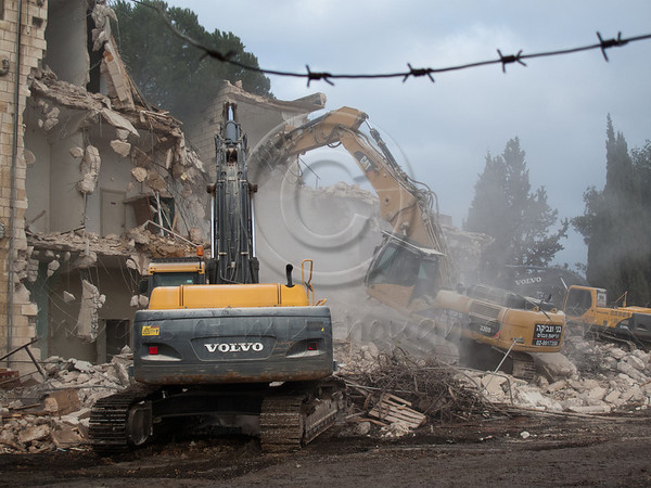 Bulldozers have begun tearing down the mythological Shepherd Hotel in Sheikh Jarrah, purchased by American Jewish tycoon Irving Moskowitz in 1985, an influential supporter of the Ateret Cohanim association and Israeli settlement in East Jerusalem. Jerusalem, Israel. 09/01/2011.