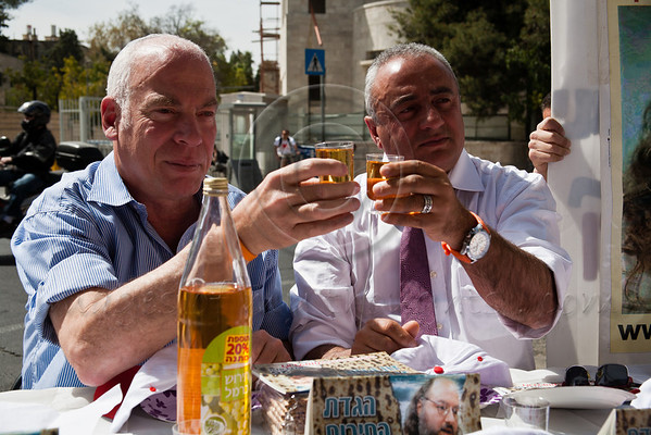 On Passover Eve, signifying the exodus from bondage, MK Uri Ariel (L) joins Efi Lahav (R), campaign manager for the release of Jonathan Pollard, in a mock, traditional, Pesach Seder opposite the PM's residence with a chair reserved for Pollard himself. Jerusalem, Israel. 5-Apr-2012.