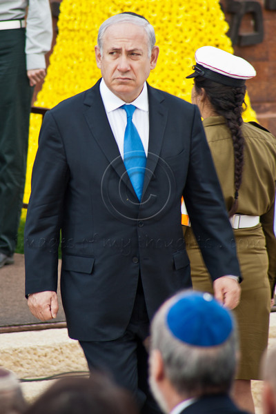 Prime Minister Benyamin Netanyahu lays a wreath representing the government at the Wreath-Laying Ceremony on Holocaust Martyrs' and Heroes' Remembrance Day in the Warsaw Ghetto Square at Yad-Vashem. Jerusalem, Israel. 19-Apr-2012.