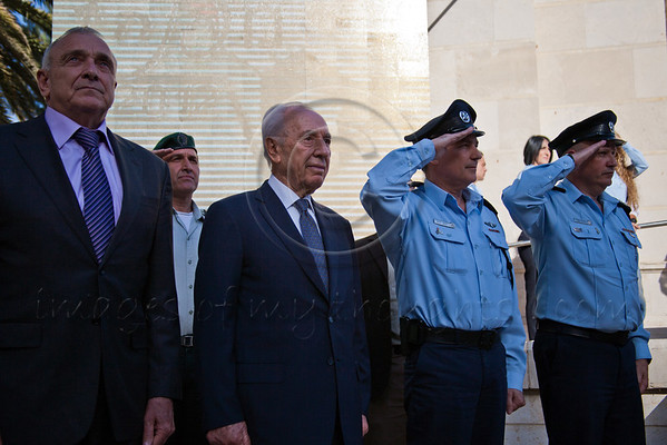 Left to right: Minister Yitzhak Aharonovitch, President Shimon Peres, Commissioner Yohanan Danino and Major General Yaron Beeri are welcomed at the entrance to a pre-Independence Day ceremony paying tribute to excelling police officers. Jerusalem, Israel. 23-Apr-2012.
