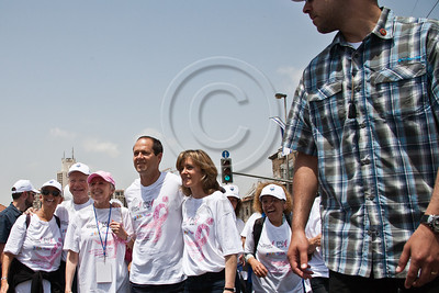 US Senator Joe Lieberman, wife and Komen consultant, Hadassah Lieberman, Jerusalem Mayor Nir Barkat and wife Beverly lead the 2nd annual Komen Israel Race for the Cure, looked after by plain-clothed security man. Jerusalem, Israel. 3-May-2012.