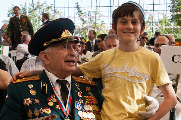 Decorated World War II veteran and grandson take part in a ceremony commemorating Allied victory over Nazi Germany at Yad Vashem Holocaust Museum. Jerusalem, Israel. 9-May-2012.