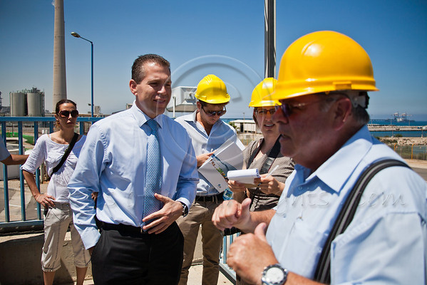Abraham Tene (R), Chairman of Water Desalination Administration and Head of Desalination Division at the Israel Water Authority, hosts Environmental Protection Minister Gilad Erdan (L) on a tour of the Ashkelon desalination plant. Ashkelon, Israel. 13-June-2012.